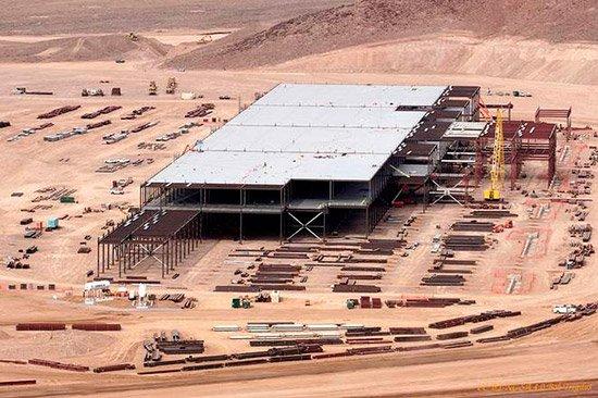 ستنتج Tesla أيضًا محركات كهربائية وناقلات الحركة في Gigafactory 2